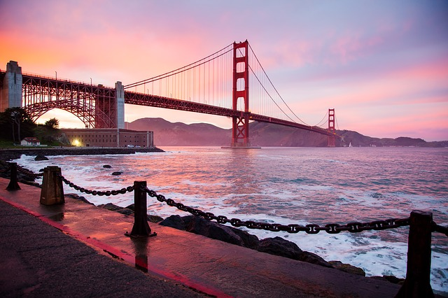 The golden gate bridge-travelistia
