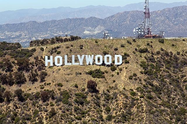 hollywood sign travelistia