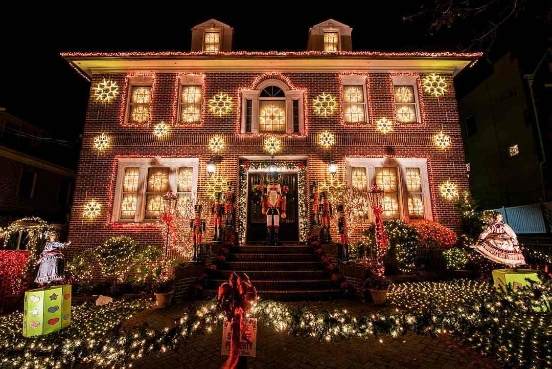 Visit Dyker Heights Holiday Lights during christmas - Travelistia