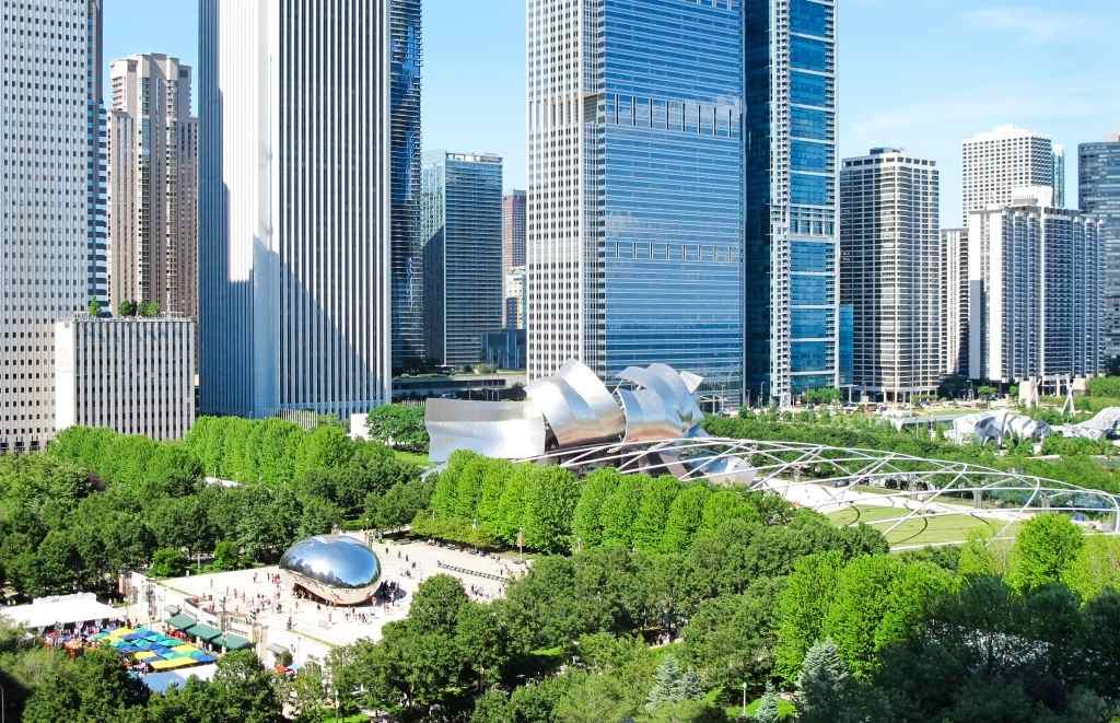 Enjoy in Millennium Park, The Bean in Chicago - Travelistia