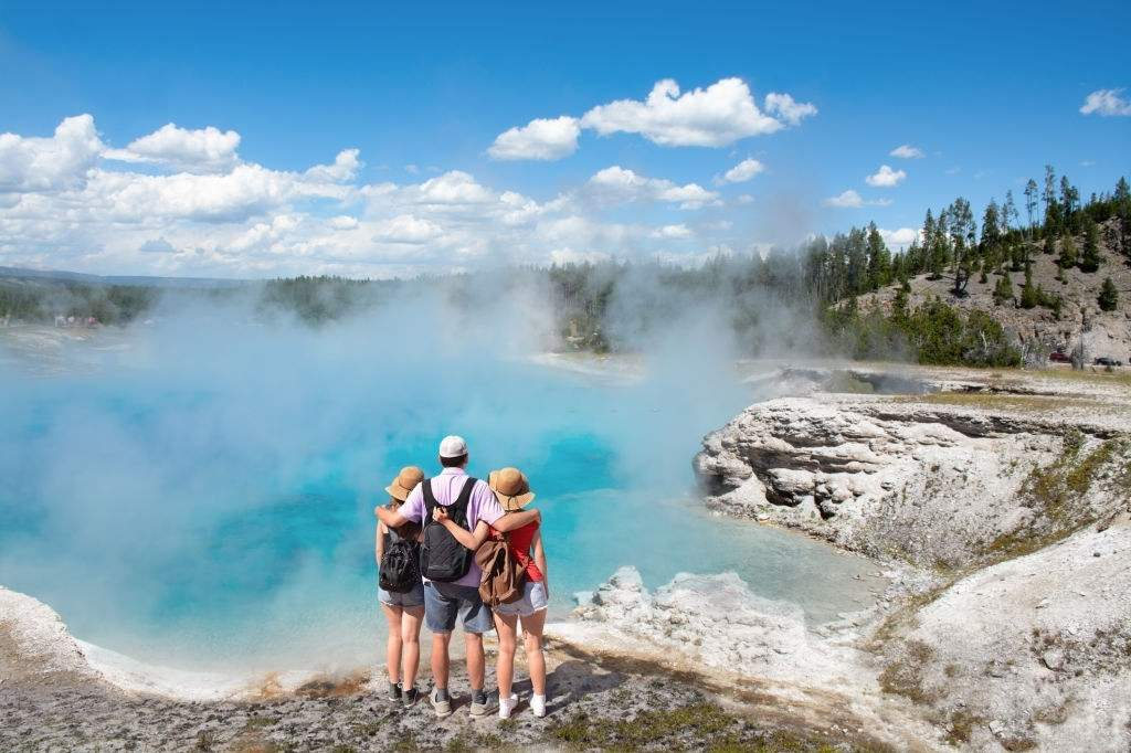 best places to visit in yellowstone national park and why to visit them